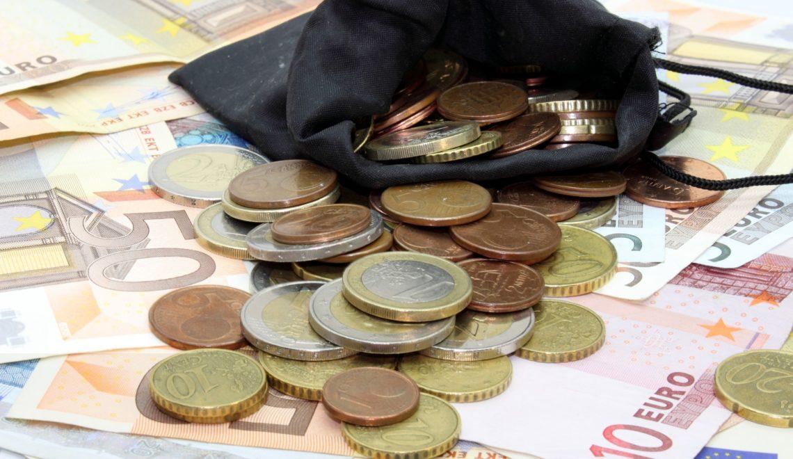 879180-penser-a-prendre-de-la-monnaie